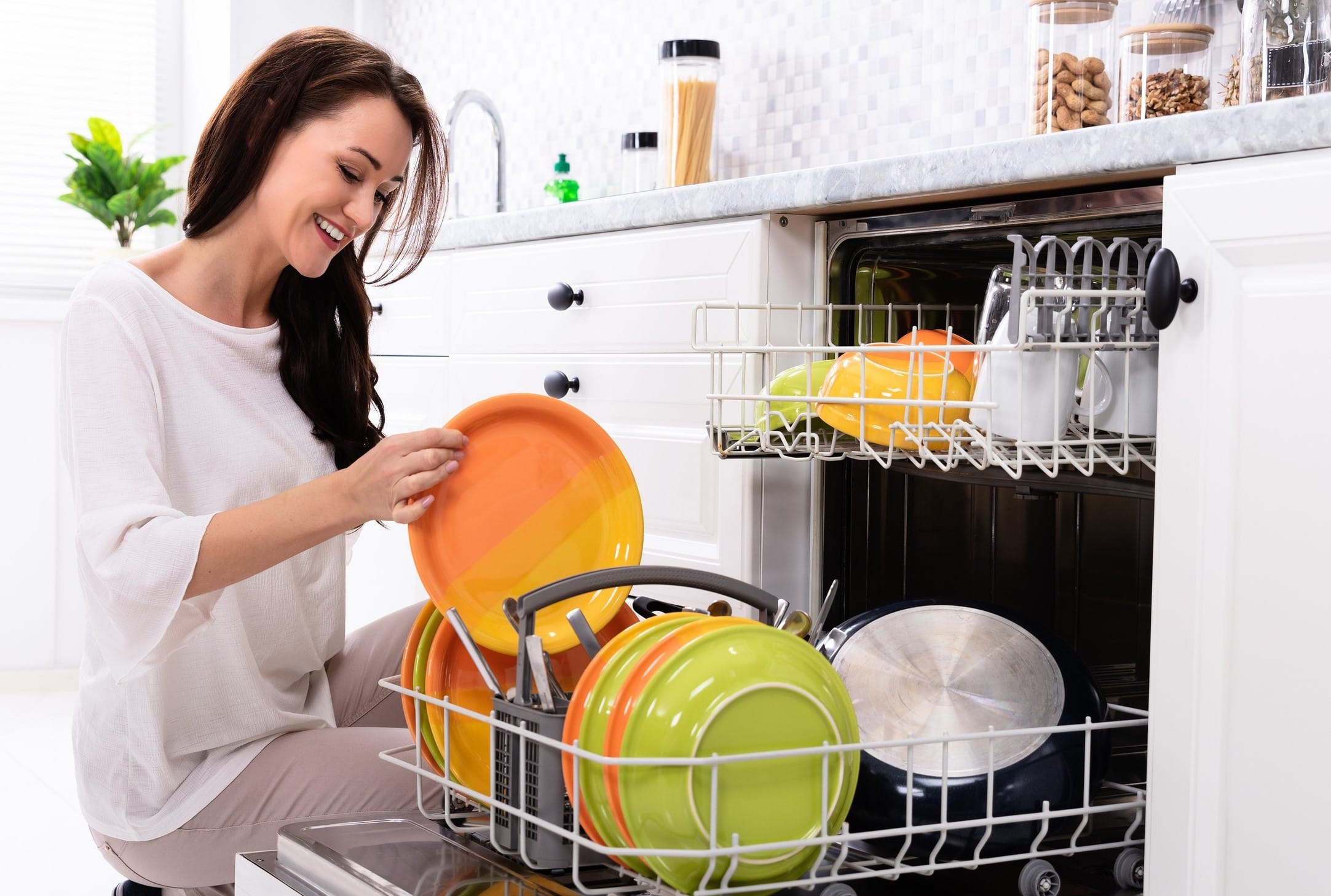How to Load Your Dishwasher For Cleaner Dishes