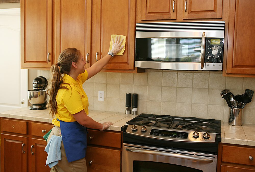 Quick Kitchen Cleaning Tips: A Checklist from The Maids